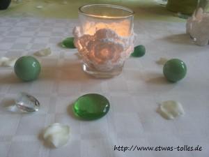 Gehäkelte Konfirmationsdekoration aus Irischen Rosen mit Perlen verziert