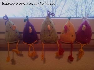 Selbstgemachte Osterdekoration - Gestrickte Hühner