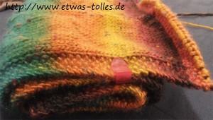 Zum Wrap gewickelt - Schal mit Büroklammern gehalten